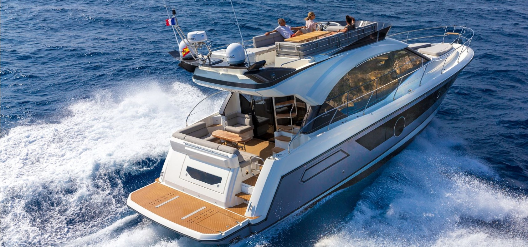 Why Your Next Boat Should Be a Powerboat or Speed Boat
